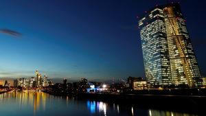 ЕЦБ днес може да сложи край на безпрецедентната програма за стимулиране на икономиката