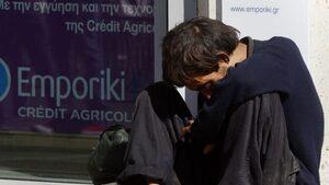 Отлив от лявото и все по-надясно: Младите гърци са гневни
