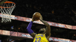 """Леброн Джеймс и Лонзо Бол влязоха в историята на """"Лейкърс"""" и НБА"""