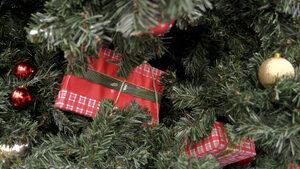 Коледни подаръци в офиса