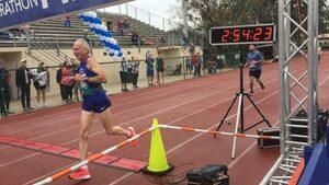 Да бягаш въпреки възрастта, или как 70-годишен впечатли с рекорд в маратона