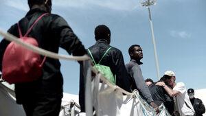 Френски съд ще разгледа жалба срещу ползването на скенери за определяне възрастта на мигранти