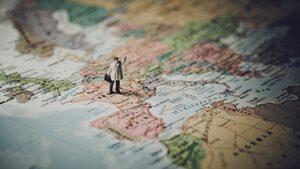 4+1 | Сезонът, в който европейците спорят със семействата си, амбициите на жените след завършването и още