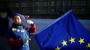 """Евросъюзът е готов да отложи Брекзит с година, пише """"Таймс"""""""