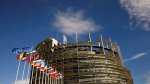 """Европарламентът ще реши дали да одобри правилото """"пари срещу законност"""""""