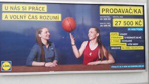 """Колко взима един продавач в """"Лидл"""" - Прага"""