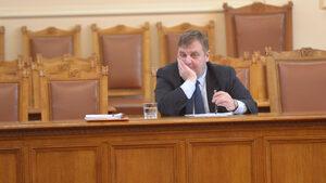 """Каракачанов бил """"в емоция"""", когато направил изказването си за ромите"""