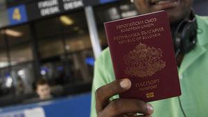 Еврокомисията подготвя остри критики срещу България за продаването на паспорти