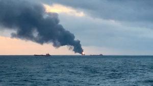 При пожар на два кораба в Керченския проток загинаха десет моряци