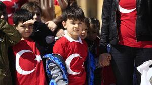 Турция може да премахне половината учебни предмети