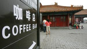"""Ще спечели ли """"Старбъкс"""" """"войната на кафетата"""" в Китай"""