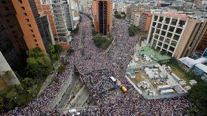 Снимка на деня: Стотици хиляди венецуелци протестират срещу Мадуро