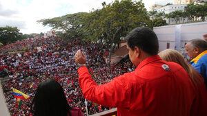 Фотогалерия: Годишнина от диктатурата във Венецуела прерасна в протест срещу Мадуро