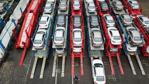 Продажбите на нови коли в ЕС спадат през януари в 20 от 27 страни
