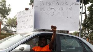 Часове преди началото им изборите в Нигерия бяха отложени
