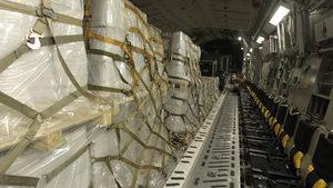 САЩ започнаха да доставят хуманитарна помощ за Венецуела с военни самолети