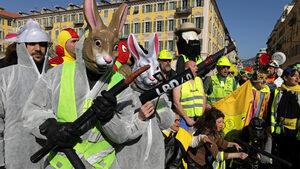 """Протестиращите """"жълти жилетки"""" намаляват, подкрепата за тях - също"""