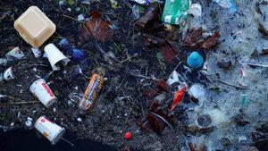 Великобритания иска производители да плащат за рециклиране на пластмаса