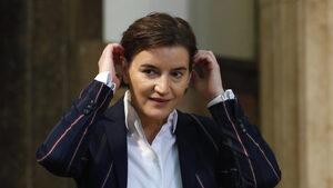 """""""Красивата докторка роди"""" - медиите и социалните мрежи в Сърбия са разделени за сина на премиера"""