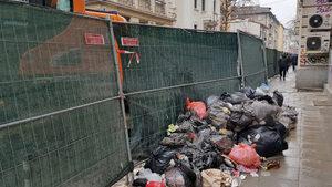 Снимка на деня: Улицата на ремонтите и боклуците