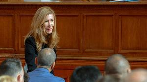 Ангелкова предлага дългосрочни визи за руските туристи