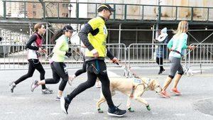 Сляп бегач с три кучета пробяга полумаратона в Ню Йорк