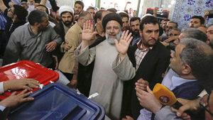 """Върховният водач на Иран започва операция """"приемник"""""""