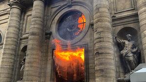 """Видео: Горя църквата """"Сен Сюлпис"""", в която е сниман """"Шифърът на Леонардо"""""""