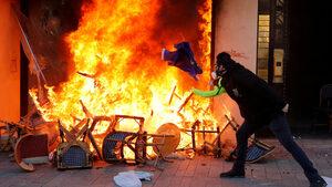 """Франция ще забранява протест на """"жълти жилетки"""", ако в него се включат екстремисти"""