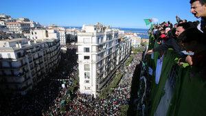 Алжир ще смени политическата си система с национална конференция и референдум