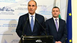 """Вечерни новини: Нов """"Апартаментгейт"""" при ГЕРБ, Борисов """"спаси"""" пенсиите"""