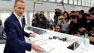 """Заради електромобилите и дигитализацията ще има съкращения, предупреди шефът на """"Фолксваген"""""""