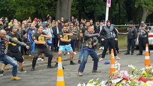 Видео: Маорски танци в знак на почит към избитите мюсюлмани в Крайстчърч