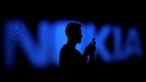 Финландия ще разследва дали тeлефоните Nokia предават данни на Китай
