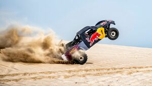 """Видео: Екстремното забавление на шампиона от рали """"Дакар"""" по дюните на Катар"""