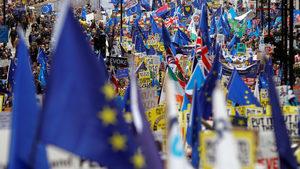 Стотици хиляди протестират в Лондон за нов референдум за Брекзит