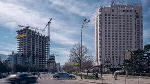 Дебатът за имотите на властта да не се измества към строителя им, настоя бизнесът