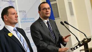 Бивши депутати осъдиха финансовото министерство заради банковия закон на Пеевски