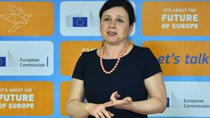Еврокомисар предупреди, че независимостта на съдебната система в България е под заплаха