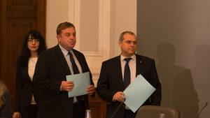 Каракачанов почти готов с концепцията си за ромите, обсъди я с интелектуалци