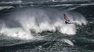 """Фотогалерия: """"Перфектната буря"""" и дръзващите да се състезават в нея"""