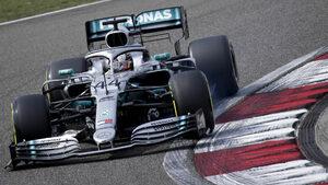 """Какво доведе до голямото предимство на """"Мерцедес"""" в началото на сезона във Ф1"""
