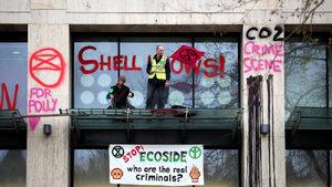 Над 100 души бяха арестувани в Лондон по време на екопротест