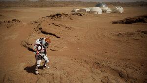 """Фотогалерия: Китай откри своя """"база на Марс"""" за ученици и туристи"""