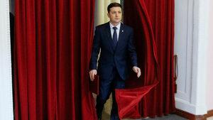 Смели обещания и връзки с олигарх - кандидат-президентът Зеленски разделя украинците