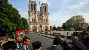 """Дебатът как да изглежда стреловидната кула на """"Нотр Дам"""" раздели французите"""