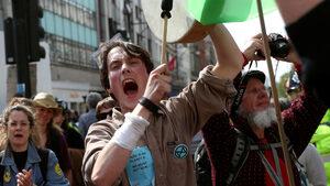 """""""Бунт срещу унищожението"""": какво иска протестното екодвижение, разтърсило Лондон"""