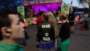 Британската полиция е арестувала над 1000 протестиращи екоактивисти за седмица
