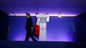 Бивш френски премиер и съпругата му ще се изправят пред съд по дело за корупция