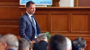 След четири отказа мястото на Делян Добрев в парламента вече е попълнено